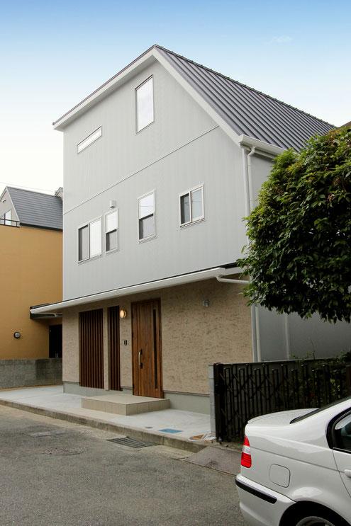 住宅 設計 和モダン ガルバリウム鋼板 霧島そとん壁