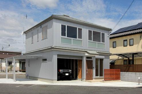 ガレージハウス 設計 外壁 ガルバリウム鋼板