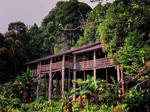 Iban Longhouse in Sarawak op Maleisisch Borneo