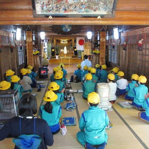 小杉小学校3年生が十社大神で課外授業