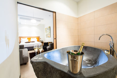 Hôtel Marotte 5 étoiles, hôtel de charme, hôtel de luxe, boutique hôtel Amiens, cosy et chic, proche de la gare et de la cathédrale, suite sauna, grand lit double, baignoire en roche, suite familiale, sauna,