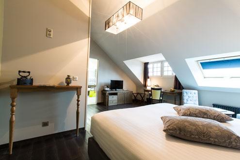 Hôtel Marotte 5 étoiles, hôtel de charme, hôtel de luxe, boutique hôtel Amiens, cosy et chic, proche de la gare et de la cathédrale, chambre supérieure, grand lit double, douche et baignoire, ambiance cocon