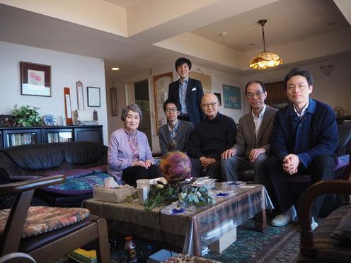 伊豆熱川の眞生子夫人宅で、NPOのメンバーと共に2019年4月