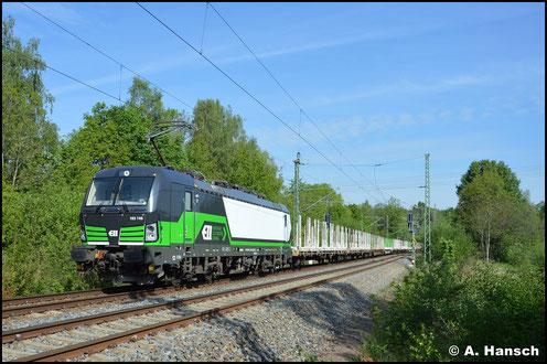 193 746-5 ist am 19. Mai 2020 für die SETG im Einsatz. Den leeren Holzzug DGS 69473 zieht sie hier gerade durch Chemnitz-Furth. Ziel ist Freiberg