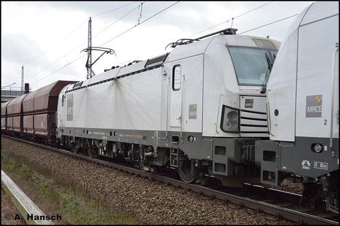 193 608-7 und Vorspannlok 193 610-3 ziehen am 5. Februar 2016 einen Kohlezug durch Berlin Französisch-Buchholz stadtauswärts