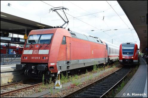 101 129-5 steht mit ihrem IC am 15. Juli 2015 auf Ausfahrt wartend in Nürnberg Hbf.