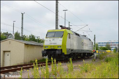 Optisch verändert steht die Lok am 16. Juni 2020 im Südvorfeld des Chemnitzer Hbf.