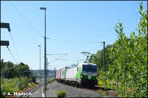 193 240-9 der SETG zieht am 29. Juni 2019 einen Containerzug durch Chemnitz-Furth gen Riesa