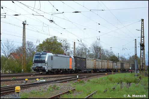 Hohe Ordnungsnummer: 193 921-4 hat am 05. Mai 2021 einen Zug aus Innofreight-Containern am Haken, als sie mir in Leipzig-Wiederitzsch begegnet