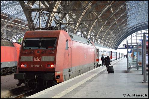 Am 3. Oktober 2015 konnte ich diese IC-Garnitur um 101 049-5 in Leipzig Hbf. festhalten