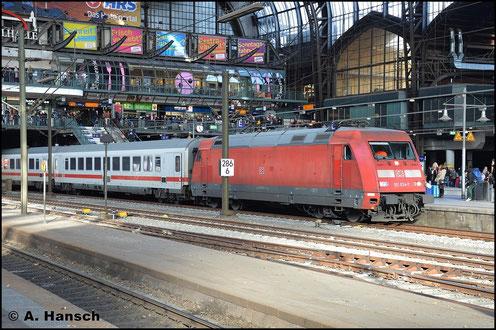 101 034-7 konnte am 8. November 2015 in Hamburg Hbf. festgehalten werden