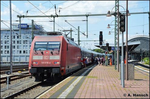 101 078-4 bringt am 20. Juli 2015 den Zug nach Budapest bis Dresden Hbf. Dort wird eine tschechische BR 371 die Fuhre übernehmen