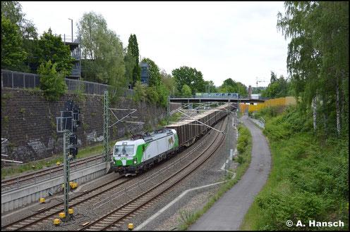 """Am 22. Mai 2020 hat 193 728-3 alias """"SETG-Luchs"""" einen Hackschnitzelzug am Haken. Chemnitz Hbf. ist auf dem Bild fast erreicht"""