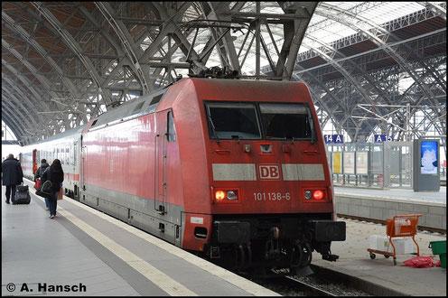 Am 6. November 2015 steht 101 138-6 mit ihrem IC in Leipzig Hbf.