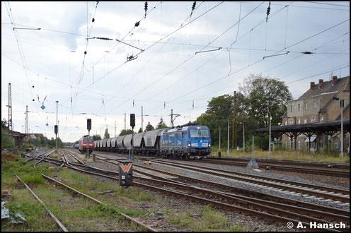 Mit langer Leine Staubbehälterwagen fährt 383 006-4 des tschechischen Güterunternehmens CDC am 2. September 2020 den ehem. Hp Leipzig-Wiederitzsch