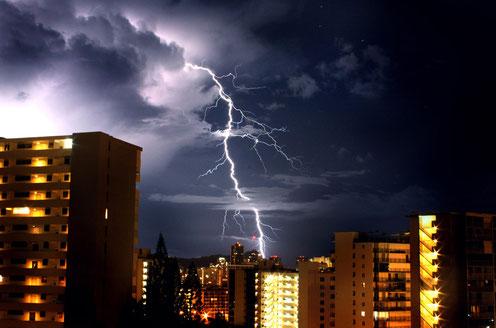 雷が家に落ちたらどうなるの?