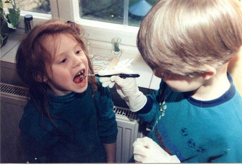 Kinder beim Zahnarzt - spielerisch und angstfrei