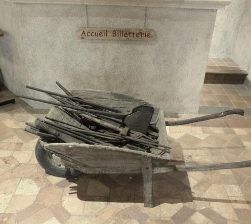 La brouette pleine d'outils de forgeron d'Abel Delaunay, Musée des Métiers