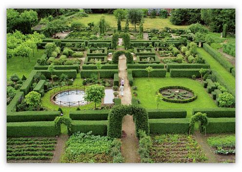 Der formale Gartenteil aus der Vogelperspektive