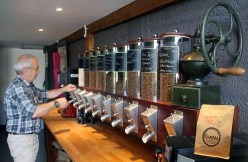 Les cafés d'Eric Chazal existent en grains, moulu ou en capsules ! La brûlerie ou atelier de torréfaction se situe à Clermont-Ferrand au coeur de l'Auvergne.