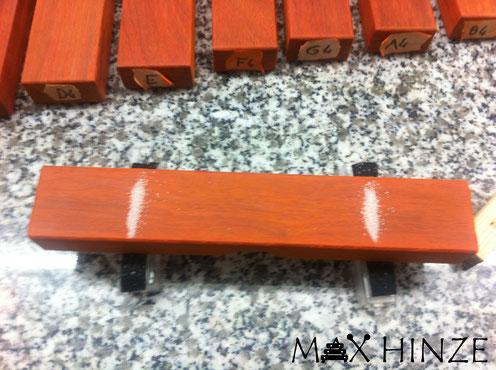 Die Knotenpunkte der Klangplaten wurden mit Hilfe von Salz bestimmt, Max Hinze selbst gebautes Marimba selbstgebautes Marimbaphon DIY