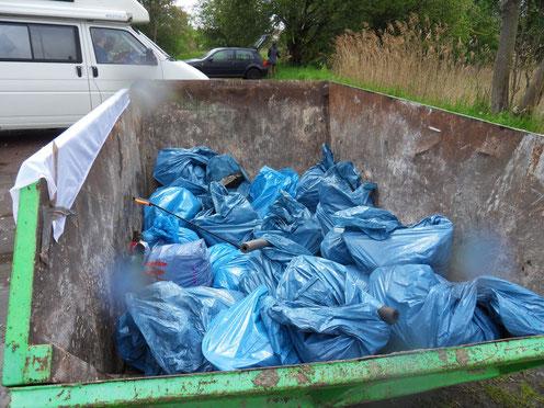 420 Kilo Müll! GEG Foto: Anne Kotula