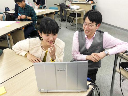 妹尾さんと澤田がオンライン参加の方々に挨拶している様子
