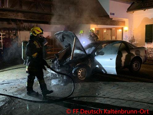 Feuerwehr; Blaulicht; BFKDO Jennersdorf; FF Deutsch Kaltenbrunn-Ort; Brand; PKW;