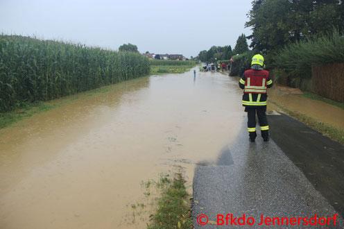 Feuerwehr; Blaulicht; BFKDO Jennersdorf; Stadtfeuerwehr Jennersdorf; Brand; Wohnhausanlage;