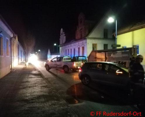 Feuerwehr; Blaulicht; BFKDO Jennersdorf; FF Rudersdorf-Ort; PKW; Unfall; Ortsgebiet;