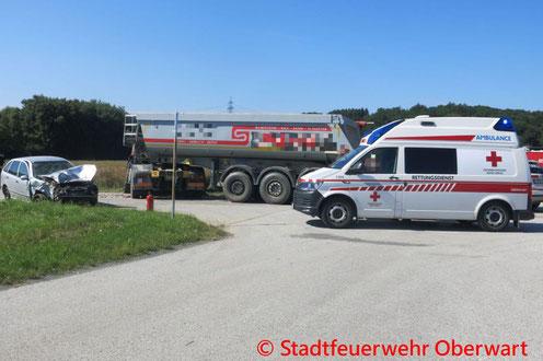 Feuerwehr; Blaulicht; Stadtfeuerwehr Oberwart; Unfall; PKW; LKW; Messelände; Feldgasse;