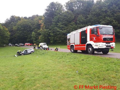 Feuerwehr; Blaulicht; FF Markt Piesting; L87; Verkehrsunfall;