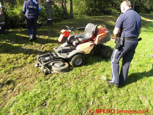 Feuerwehr; Blaulicht; BFKDO Jennersdorf; Unfall; Bachbett; Weichselbaum;