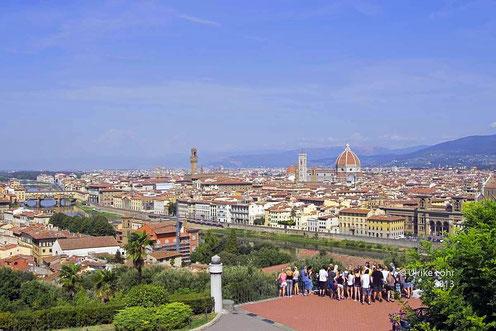 Blick über Piazzale Michelangelo in Florenz
