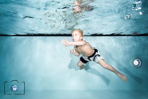 Bild: Beim Kinderschwimmen in Berlin - Seepferdchen Kurs