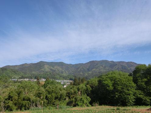 飯田市山本 杵原学校から見た高鳥屋山