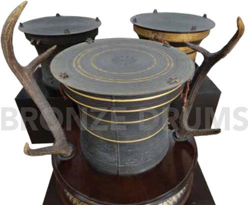 Fig. 14. Modern Karen drum (D60/H50cm) with cervid horns in Bangkok N M