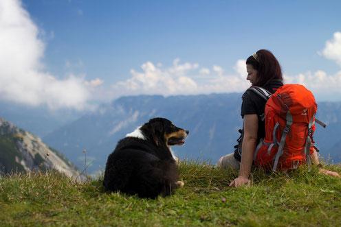 Gemeinsam auf Wandertour gehen: Super Auszeit für Hund und Frauchen :-)
