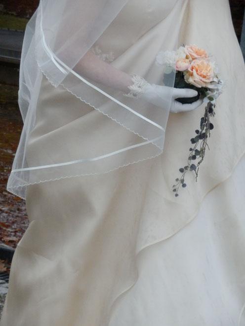 ベールとホワイトドレス