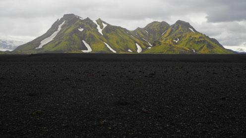 Maelifellsandur. Black lava sand desert.