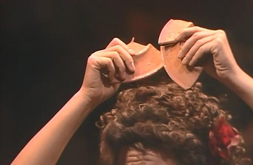 現代最高のカルメン歌いと賞されるアグネス・バルツァ。お皿をカスタネット代わりに踊る魅力的な場面。こちらも1978年MET公演