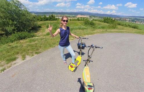 Ausflug und Tour in der Region Wachau mit E-Scooter Verleih Roller Spaß und Erlebnis für jedes Alter entlang der Donau und in den Weinrieden mit toller Aussicht und Plätzen