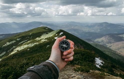 Kompass auf dem Berg Camping