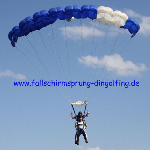 Geschenk Gutschein Fallschirmsprung Bayern