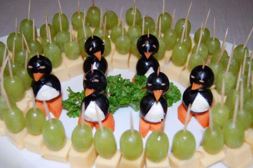 Pinguine im Traubenfrack