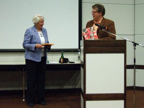 Liz Burns, Präsidentin von IAVE und Wolfgang Krell am 26.04.2007 in Augsburg - Foto: Freiwilligen-Zentrum Augsburg