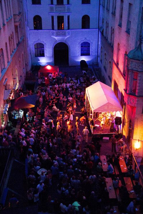 Konzerte im Bürgerhof 2016 - Freiwilligen-Zentrum Augsburg - Foto: Daniel Ackermann Illumination: Wolfgang F. Lightmaster