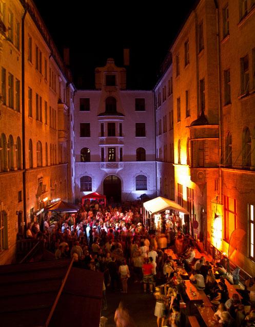 Konzerte im Bürgerhof 2015 - Freiwilligen-Zentrum Augsburg - Foto: Robert Hösle Illumination: Wolfgang F. Lightmaster