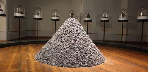Kegel, 2019, Wäschetrocknerflusen, 130 x 100 x 100 cm