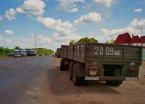der Lastwagen-Verkehr vor Moskau wurde immer dichter